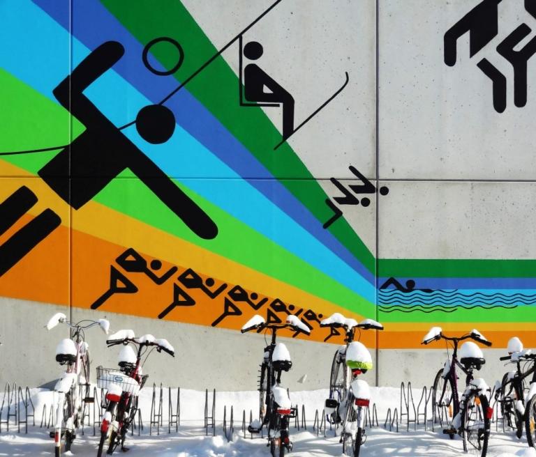 Piktogramme von Olympia 1972 auf Bungalow im Studentendorf